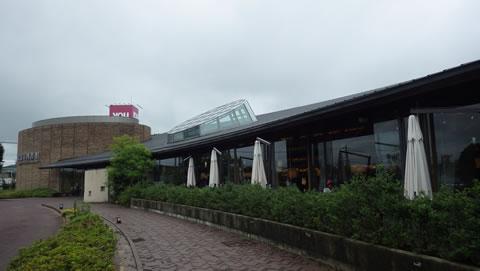 九州お泊りデートにおススメ・武雄市図書館